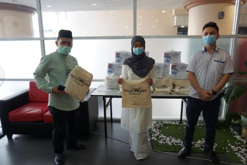 Sumbangan Juadah Hari Raya Kepada Hospital Canselor Tuanku Muhriz UKM